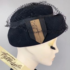 Vintage 1920s Fur Felt Cloche Hat w/ Netting